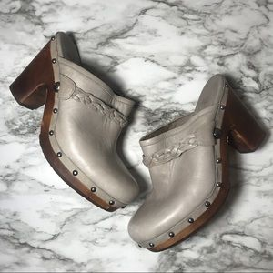 Ugg gray leather clogs